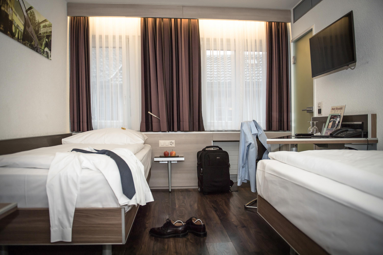 Camera con due letti singoli a zurigo - Finestre insonorizzate prezzo ...